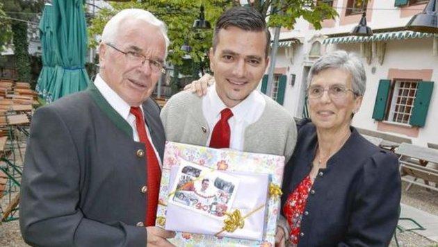 Stolze Eltern kamen aus der Steiermark: Gerald Forcher mit Vater Reinhard und Mutter Gudrun. (Bild: Markus Tschepp)