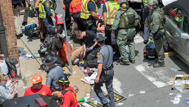 US-Neonazi-Demo: Auto rast in Menschenmenge (Bild: AFP)