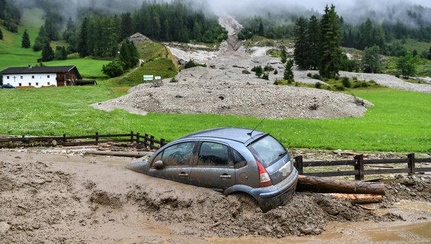 Land Tirol hilft den Hochwasser-Opfern (Bild: ZEITUNGSFOTO.AT / APA / picturedesk.com)