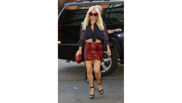 Von knappen und engen Outfits lässt sich Jessica Simpson trotz einiger Kilos mehr nicht abhalten. (Bild: www.PPS.at)