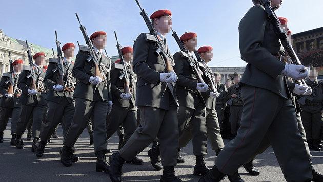Wien: Junger Rekrut mit allen Ehren verabschiedet (Bild: APA/HANS PUNZ (Symbolbild))
