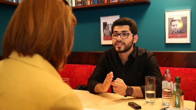 Masoud Aqil beim Interview mit Conny Bischofberger in Wien (Bild: Zwefo)