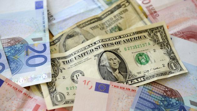 Nordkorea-Streit: Euro wieder über 1,20 US-Dollar (Bild: APA/ROLAND SCHLAGER)