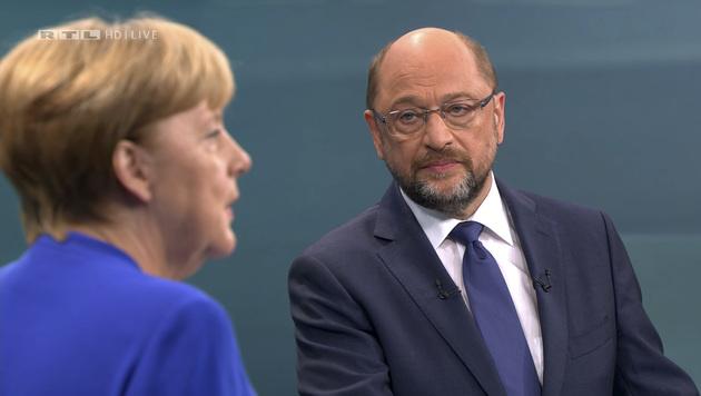 Die deutsche Bundeskanzlerin und CDU-Chefin Angela Merkel und ihr Herausforderer Martin Schulz (SPD) (Bild: AP)