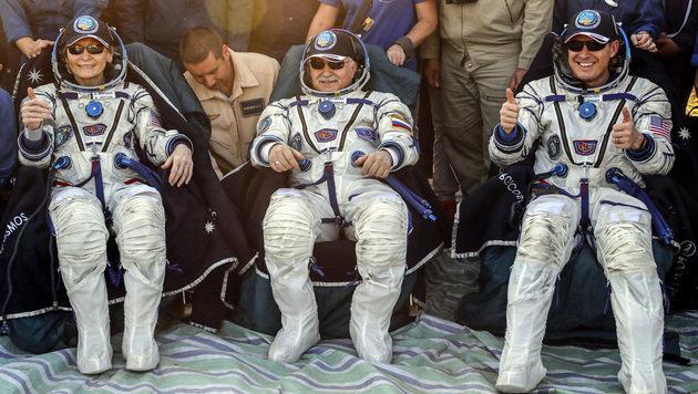 Peggy Whitson und ihre Kollegen Jack Fischer und Fjodor Jurtschichin (Bild: AP)