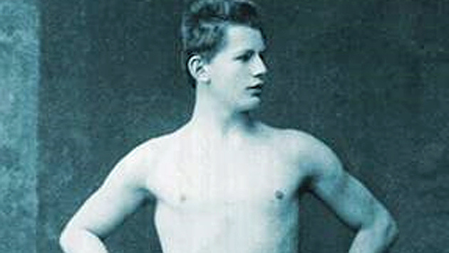 Otto Scheff, als 16-jähriges Schwimm-Wunderkind vor den Zwischenspielen 1906. (Bild: Screenshot/Österreichisches Olympiamuseum)