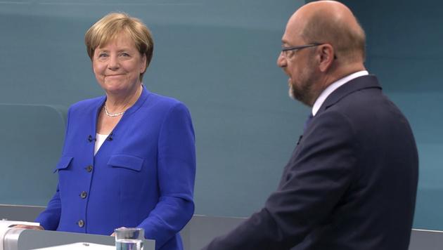Merkel beim TV-Duell mit Schulz (Bild: AP)