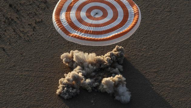 Aufsetzen der Landekapsel in der Wüste (Bild: AP)