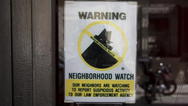 """Eine Warnung an Touristen in Barcelona: Die """"Nachbarschaftswache"""" zeige Verdächtige sofort an. (Bild: AFP)"""
