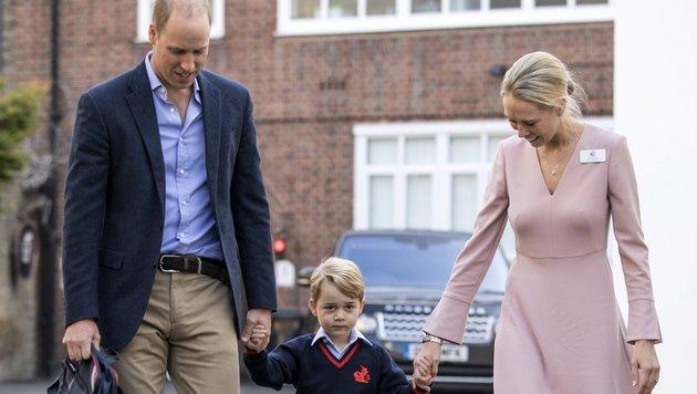 Prinz William, Prinz George und Lehrerin Helen Haslem (Bild: EPA)