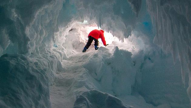 """Gibt""""s in warmen Höhlen unter Antarktis-Eis Leben? (Bild: ANU/Michael S. Becker)"""