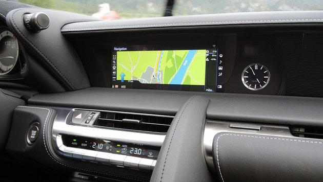Lexus LC 500: Engel links, Teufel rechts - lechz! (Bild: Stephan Schätzl)