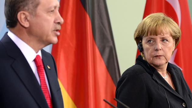 Der türkische Präsident Recep Tayyip Erdogan und Deutschlands Kanzlerin Angela Merkel (Bild: AFP)