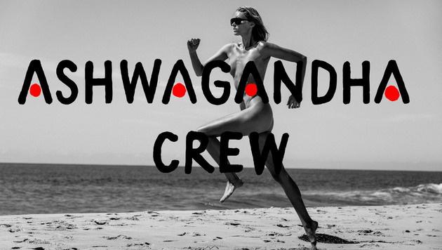 Ein Shooting mit viel Körpereinsatz: Elsa Hosk sprintet nackt über den Strand. (Bild: www.PPS.at)