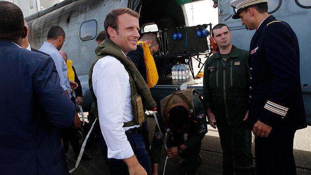 Macron befindet sich derzeit in der Karibik, um sich ein Bild von den Hurrikan-Schäden zu machen. (Bild: AFP)