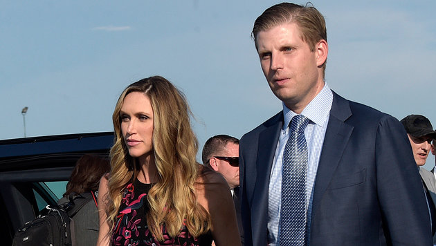 Eric Trump mit Ehefrau Lara Yunaska (Bild: AP)