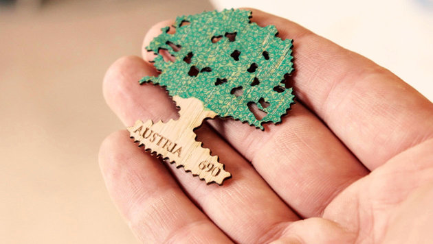 Post bringt erste Briefmarke aus Holz heraus (Bild: Studio Riebenbauer)
