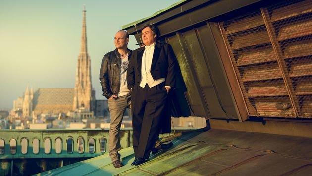 Mario und Herwig Pecoraro auf dem Dach der Staatsoper (Bild: Bernhard Eder)
