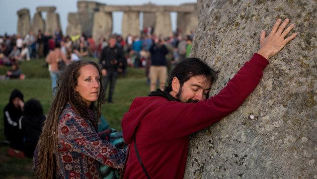 Stonehenge-Besucher bei einer Sonnenwendfeier (Bild: AFP)