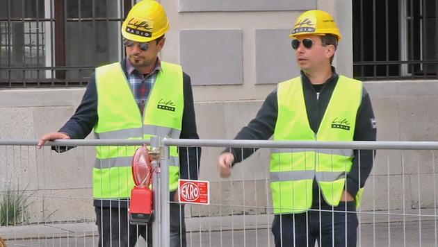 Radioteam besingt den Fall der Wiener Mauer (Bild: Life Radio)