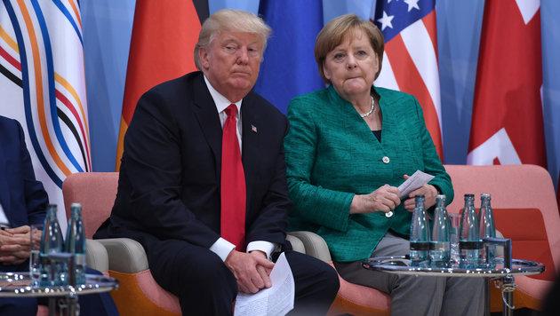 Trump beendete die Waffenlieferungen seines Vorgängers Obama. Was wusste Merkel darüber? (Bild: AFP)