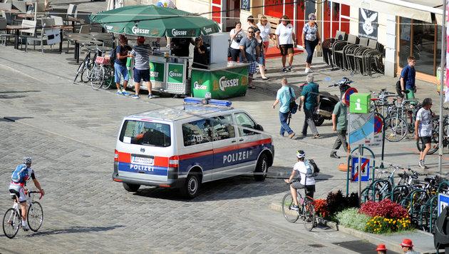Polizeipräsenz hilft natürlich, das Sicherheitsgefühl zu stärken. (Bild: Klemens Fellner)