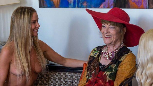 Wendy Night interviewt Malerin Dina Larot. (Bild: ATV)
