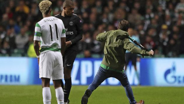PSG-Star Mbappe von Celtic-Flitzer attackiert (Bild: AP)