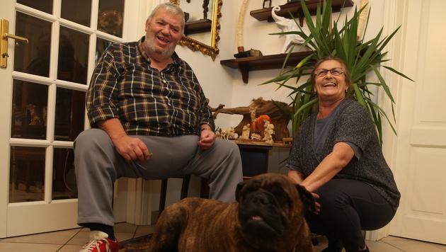 """Otto Wanz mit Lebensgefährtin Ludmilla und Familienhund """"Butch"""" (Bild: Sepp Pail)"""