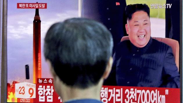 In Südkorea berichten TV-Sender über den nordkoreanischen Raketenstart. (Bild: AP)