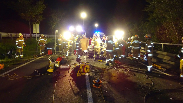 Frontal-Crash bei Überholmanöver: 50-Jährige tot (Bild: FF Lofer)
