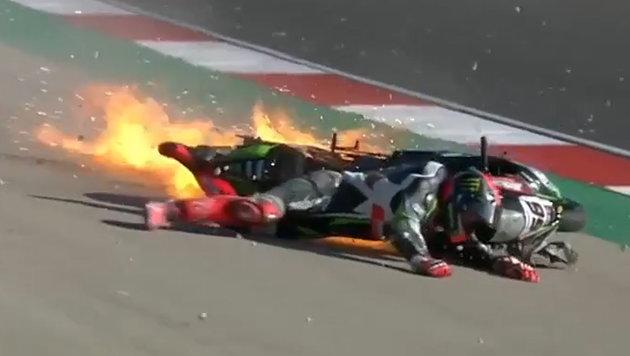 Heftig! Superbike-Pilot schockt mit Feuerunfall (Bild: YouTube.com)