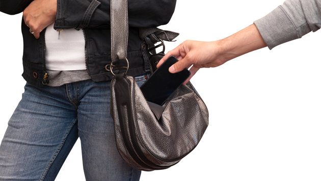 Wie Taschendiebe im Urlaub keine Chance haben (Bild: stock.adobe.com)