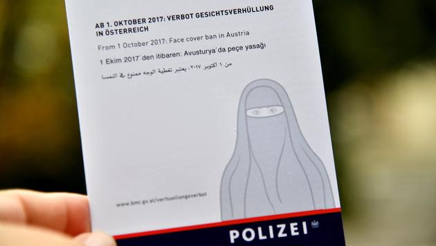 """Kritik an Gesetz: Polizei in der """"Burka-Falle"""" (Bild: APA/BARBARA GINDL)"""
