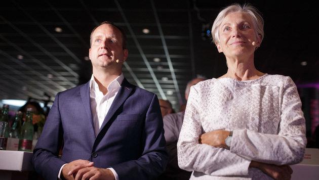 Matthias Strolz und Irmgard Griss beim NEOS-Wahlkampfauftakt Anfang September (Bild: APA/GEORG HOCHMUTH)