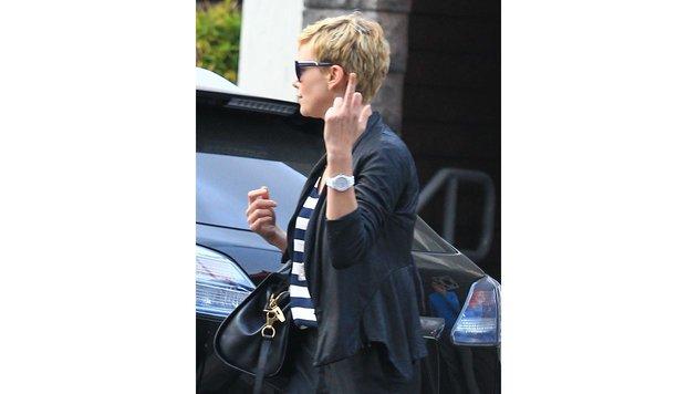 Charlize Theron ist nach dem Lunch etwas unzufrieden. (Bild: www.PPS.at)
