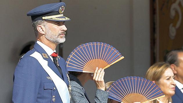 König Felipe bei der Parade (Bild: AP)