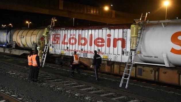 Tirol: Einsatzkräfte retten Kleinkinder von Zug (Bild: Zoom.Tirol)