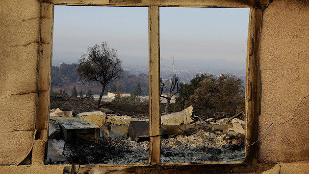 Häuser brannten in Santa Rosa bis auf die Grundmauern nieder. (Bild: AP)