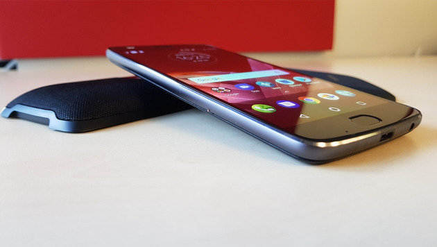 Moto Z2 Play: Transformer-Smartphone am Prüfstand (Bild: Dominik Erlinger)