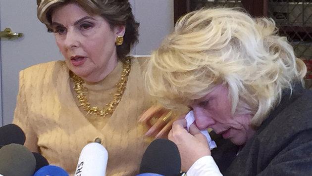 Die ehemalige Schauspielerin Heather Kerr mit ihrer Anwältin Gloria Allred (Bild: AP)