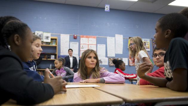 Melania Trump klärt Kinder über Mobbing auf (Bild: AP)