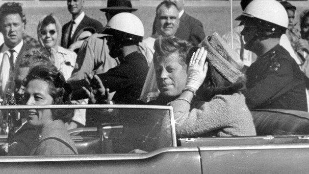 John F. Kennedy kurz vor seiner Ermordung in Dallas (Bild: AP (File))