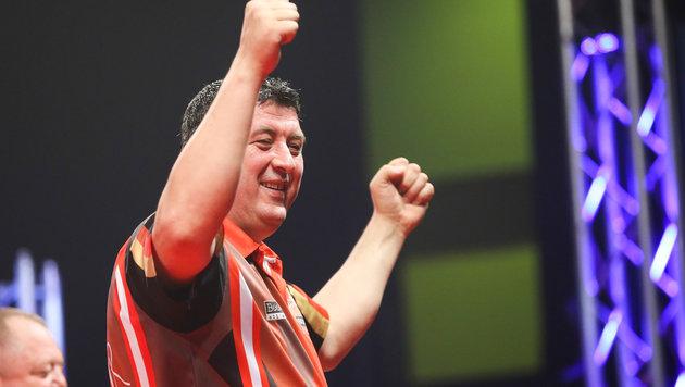 Darts-WM: Mensur Suljovic souverän in Runde zwei! (Bild: GEPA)