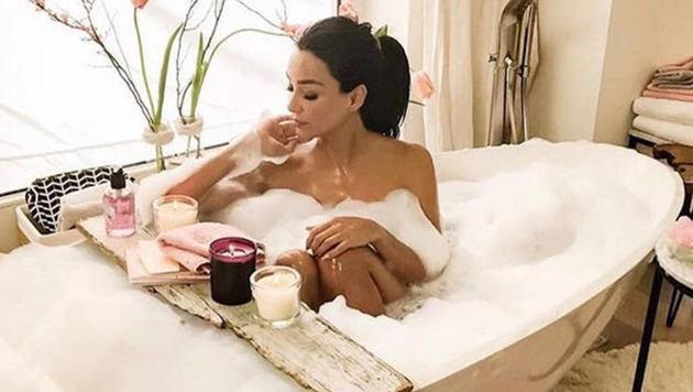 Verona Pooth gönnt sich in der Badewanne eine kleine Auszeit. (Bild: Wiese/face to face)