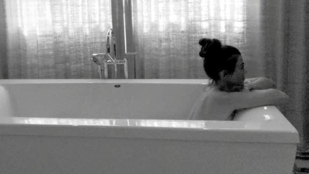 Kourtney Kardashian lässt uns ebenfalls in ihrem Bad Mäuschen spielen. (Bild: www.PPS.at)
