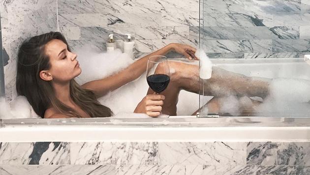 Zur optimalen Entspannung gehört für den Model-Engel dann auch mal ein Glas Wein dazu. (Bild: www.PPS.at)