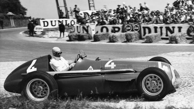 "Juan Manuel Fangio mit der ""Alfetta"" (Bild: AP)"