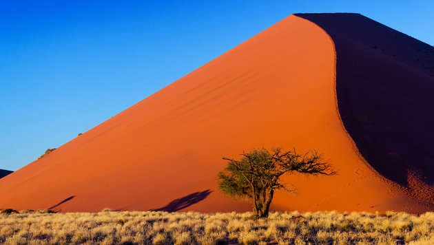 Namibia - Wüstenrot und Himmelblau (Bild: stock.adobe.com)