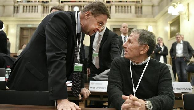 Die Angeklagten Karl Petrikovics (li.) und Peter Hochegger (Bild: APA/HANS KLAUS TECHT)